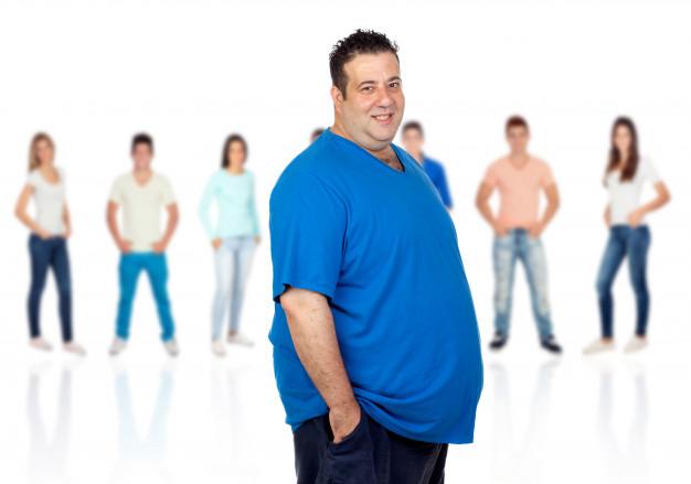 hombre con obesidad frente.
